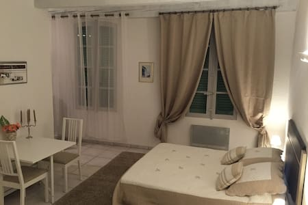 Studio de charme village historique - Appartement