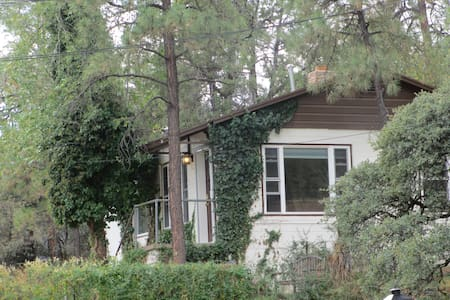 Downtown But Secluded Charming Cottage/House - Prescott - Casa