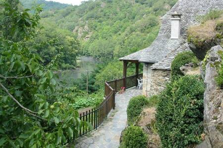 Traditional detached stone cottage & private pool - House