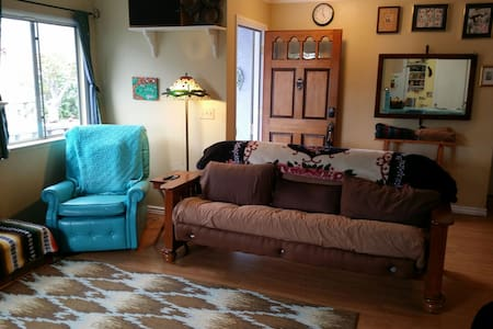 Clean and Comfortable Artist's Beach Studio - Baywood-Los Osos - Apartment