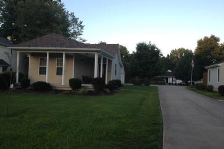 2 bdrm w/  garage, yard, 1 mile to xway - Louisville