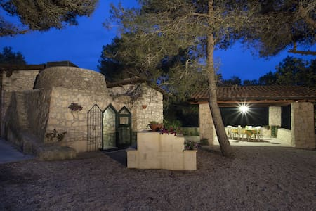 Trullo in the wood - Nardò - Earth House