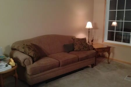 Private room with shared bathroom - Inver Grove Heights - Adosado