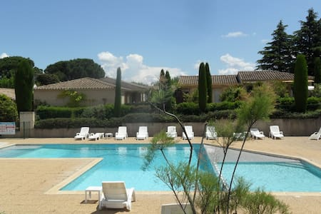 Un Mazet au pied des Alpilles ( Classé 3 étoiles ) - Saint-Rémy-de-Provence