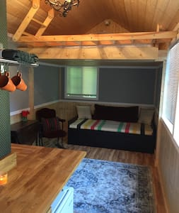 Tiny House 11 mi From Downtown