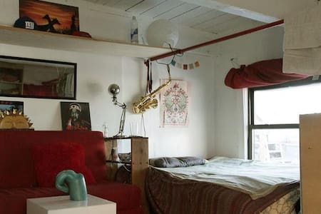 HUGE room in Bushwick artist loft - Brooklyn