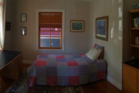 Room in Queenslander, 350m from ferry - Hawthorne