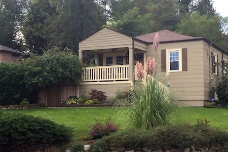 Seattle Garden Guesthouse apartment-size B&B Oasis - Seattle