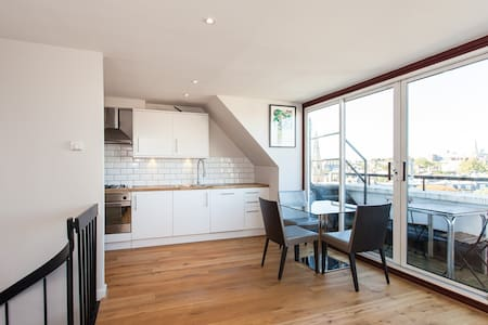Large, bright and spacious Flat