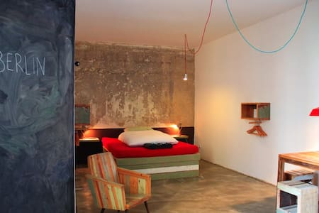 Recycled DESIGN Studio - great area - Berlin - Apartment