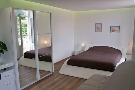 Henri de Navarre (balcon + vue) - Bed & Breakfast