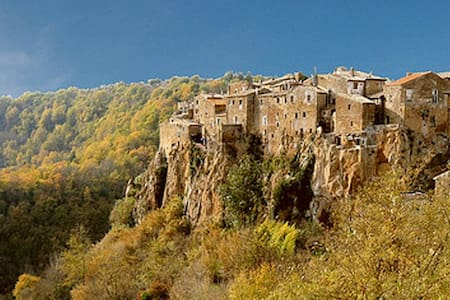Calcata: Rent holiday home - Calcata Vecchia - House