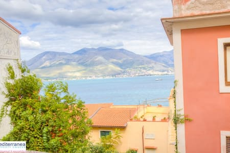 Sea view, wifi, garden, air co, bbq