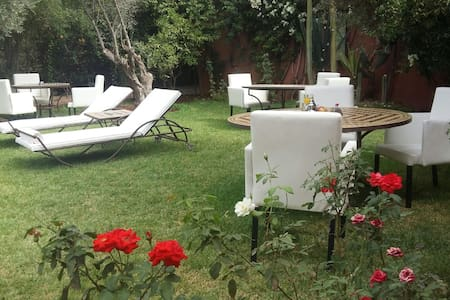 RIAD 6chambres,12 couchages,piscine - Bed & Breakfast