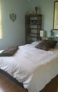 Master Bedroom with Attached Bath - Lovettsville - Ház