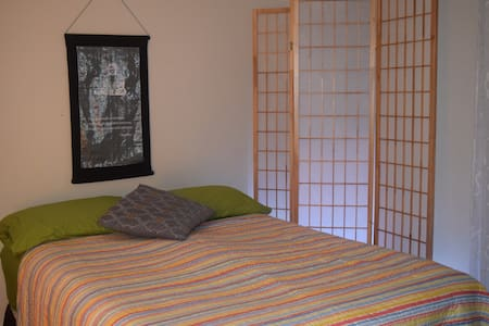 Zen room right by IAD airports - Ház
