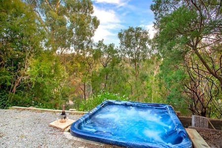 One bedroom bush retreat with spa - Hus
