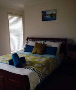Brisbane Furnished Homes- Short/ Long term- 3 brm - Rochedale South - Haus
