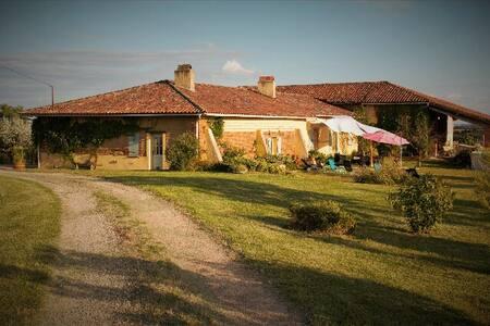 Gite de Narvusse - Le Born - Rumah