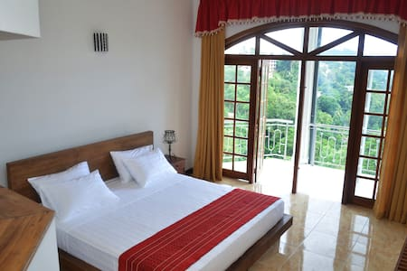 You will Enjoy the best panoramic view from this private room located at top of the Primrose Hilll. Room is Surrounded by nature and quietness for your relaxation. Its only 3 Km to the Town Center. Enjoy traditional Sri Lankan food and hospitality.