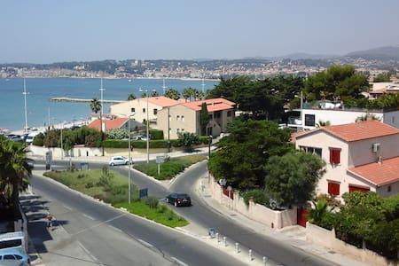 l Athéna vue sur la jolie baie de Sanary - Six-Fours-les-Plages - Apartment