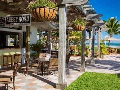 Enjoy New Years 2015-2016 in Key West, FL. Located on the southeast side of Key West, the Hyatt Windward Pointe offers a secluded getaway with residential-style accommodations near the Key West airport. Available only Dec. 27, 2015 - Jan. 3, 2016.