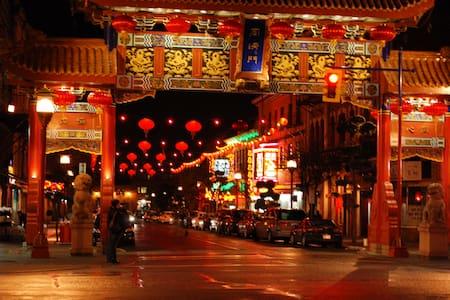 Amazing Chinatown Loft