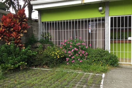 You will have a private apartment just for you located near downtown with easy access to local transportation, restaurants, bars, stores, supermarkets, theaters and parks.  Costa Rican home made food is available for you on demand, if you want to eat as 'tico capitalino' this is the place.