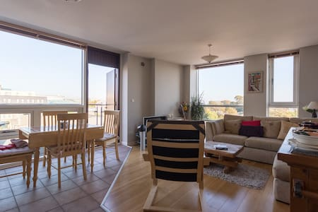 We have a quality, comfortable 4th floor apartment in Galway city centre. The apartment has 2 bedrooms with 3 beds, living & kitchen area and balcony. The location is a perfect base for exploring Galway and surrounds. We look forward to hosting you!