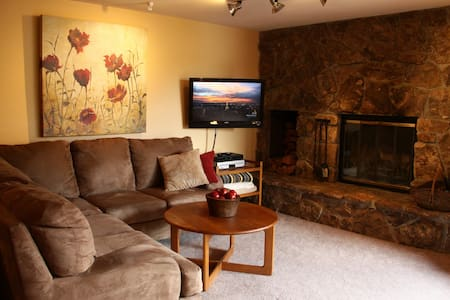 This Lake Dillon Master BR is Suite