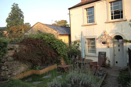 Charming 3 Storey cottage - Shepton Mallet - House