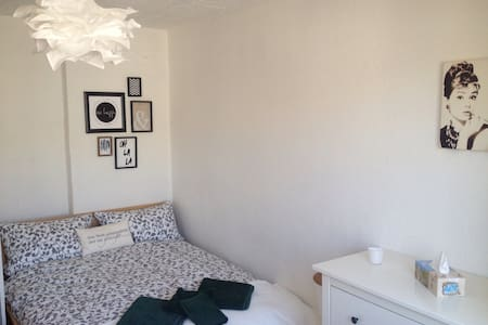 Private Apartment with roof terrace - Cologne - Apartment