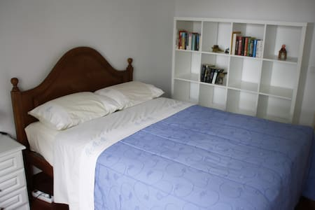 Cosy room next to Lisbon airport