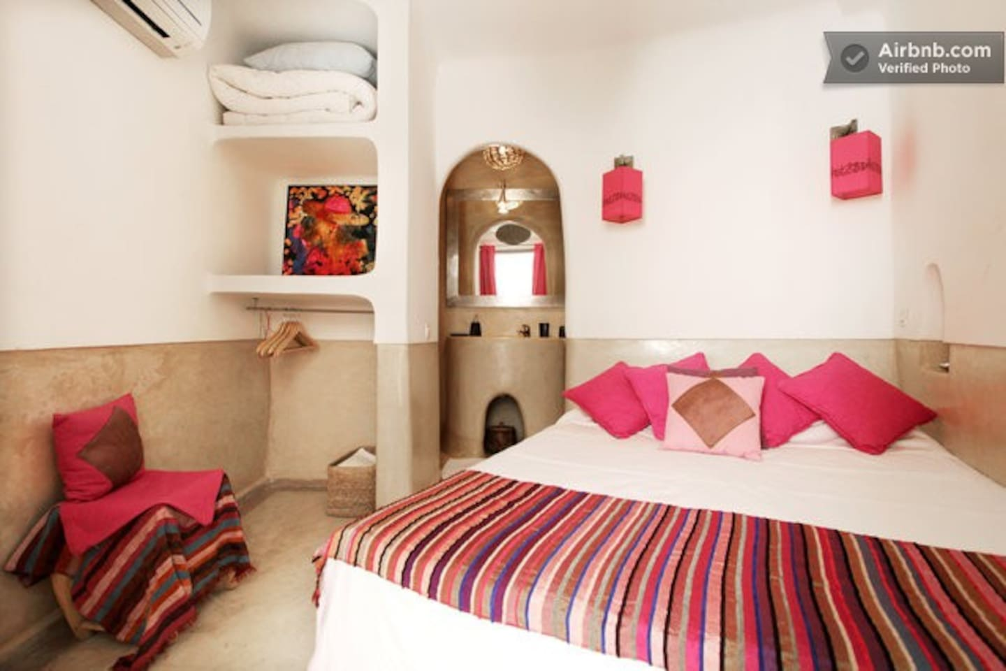 The Pink room (with ensuite bathroom and air conditioning).