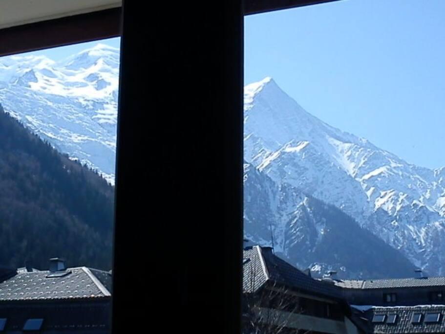 vue sur le Mont-Blanc depuis le canapé-lit du salon
