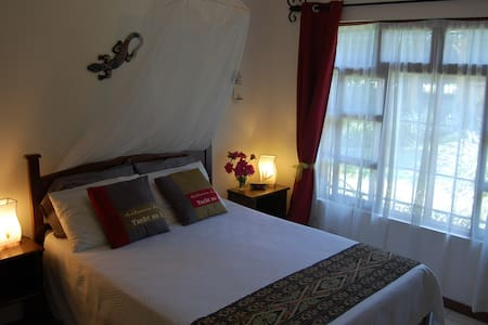 Cosy double room with private bath - Escazu - House
