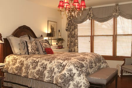 Hearthstone Lodge / Lady Gala suite - Bed & Breakfast
