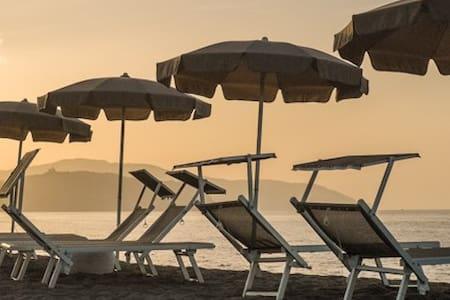 Beach-side with pool-Salina C apt. - Lejlighed