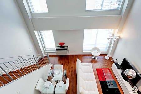 ELEGANT TWO FLOOR APARTMENT - Montreal - Apartment
