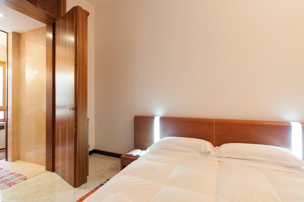 Vista 1 camera matrimoniale con vista apertura bagno privato