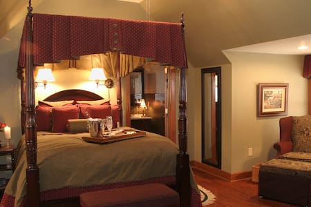 Hearthstone Lodge / McIntosh suite - Bed & Breakfast