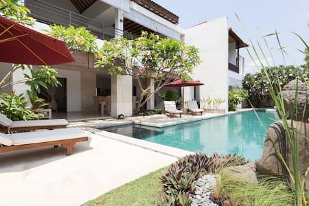Spacious Luxury Retreat Style Villa