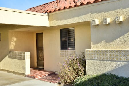 Townhouse on the Golf Course - Palm Desert