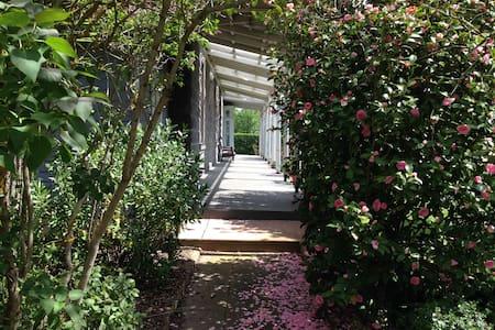 Luxury bluestone & garden retreat - Tylden - Hus