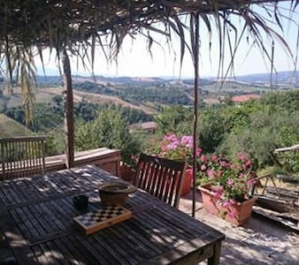 Umbrian townhouse with great views - Fabro - House