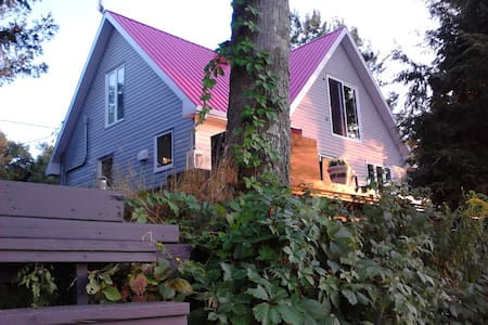 Room type: Entire home/apt Property type: House Accommodates: 6 Bedrooms: 2 Bathrooms: 2