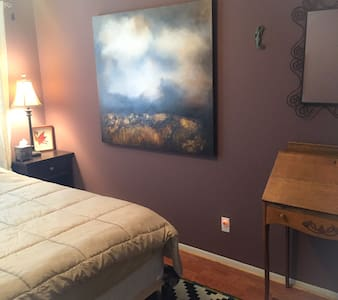 Artist's bungalow - entire condo - in a quiet neighborhood that's close to everything!  It's right by Old town (a $5 Uber away) which has loads of restaurants and bars and events.  Right on the greenbelt park, you can even use my bike too.
