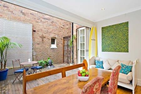 Single room- classic Sydney terrace - House