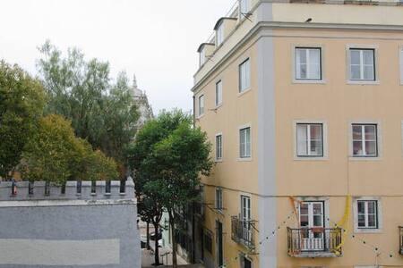 Happy  Room in Beautiful Lisbon - Apartment