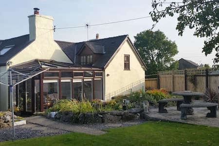 Cosy cottage in rural setting - Eryrys - Bed & Breakfast